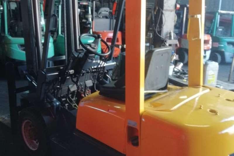 TCM Diesel forklift 2.5 Ton Diesel 3m Lift Solid Tyres Side Shift Forklifts