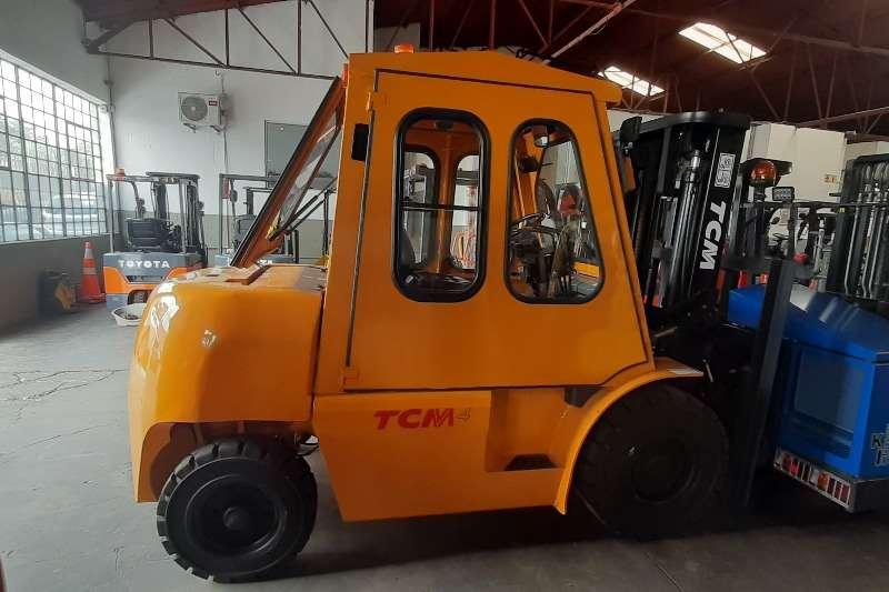 TCM Diesel forklift FD 40 T9 Forklifts