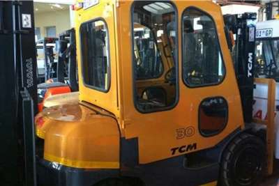 TCM Diesel forklift TCM 3 ton Forklifts