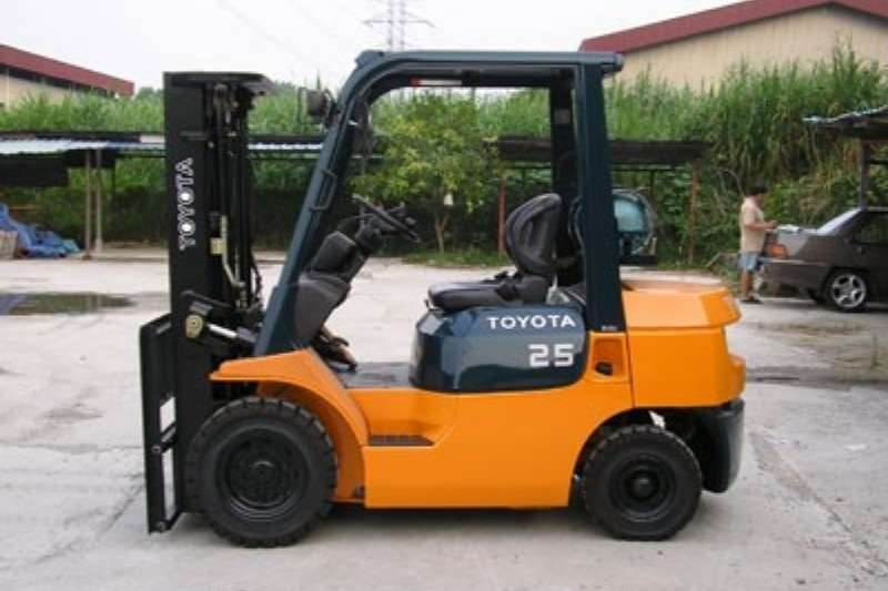 Toyota Forklifts Diesel forklift 2.5 ton Diesel 3 Stage container mast to 4 m