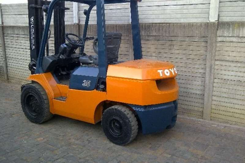 Toyota Forklifts Diesel forklift A refurbished 2.5ton Toyota 7FD25, Toyota diesel e 2016