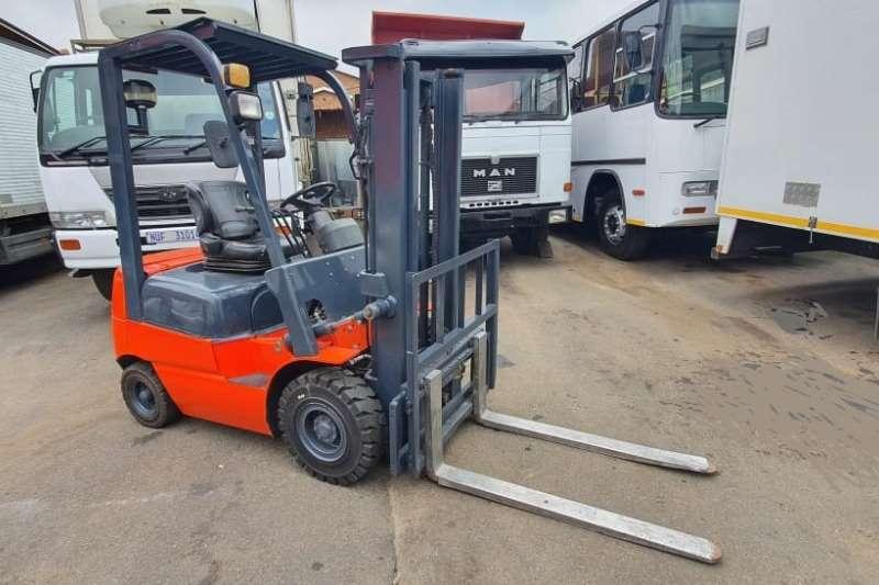 Toyota Forklifts Diesel forklift RHINO  HELI 2012