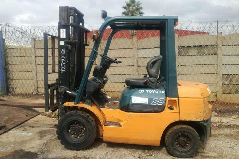 Toyota Forklifts Diesel forklift Toyota 42 &FG20 2.5 Ton Forklift 2005