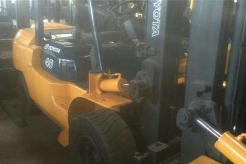 Toyota Diesel forklift Toyota 7 SERIES 4.5 TON Forklifts