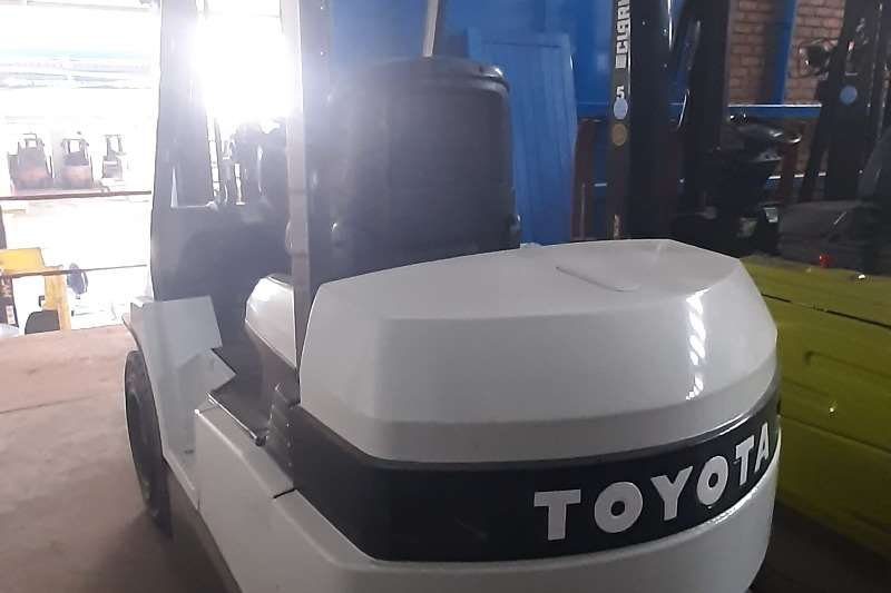 Toyota Electric forklift 7FBH30 Forklifts
