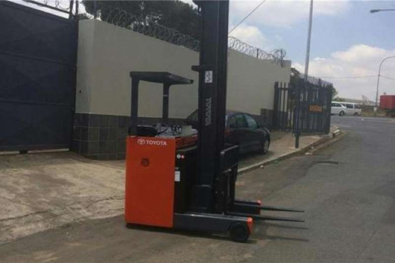 Toyota Electric forklift Toyota ELECTRIC REACH TRUCK Forklifts