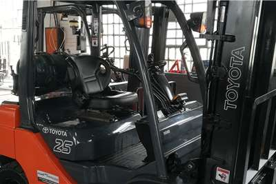 Toyota LP gas 8 Series 2.5Ton LP Gas Forklift Forklifts