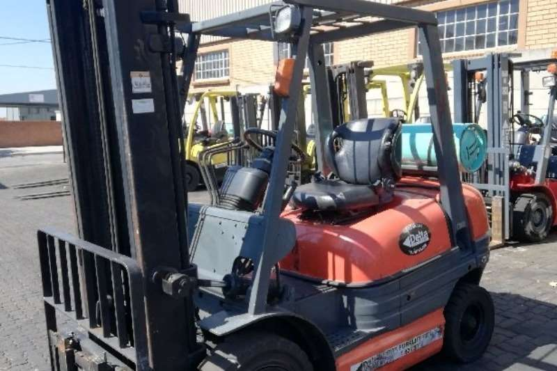 Toyota Forklifts Petrol forklift A clean 2.5ton Toyota 6FG25 on petrol/lpgas, solid 2016