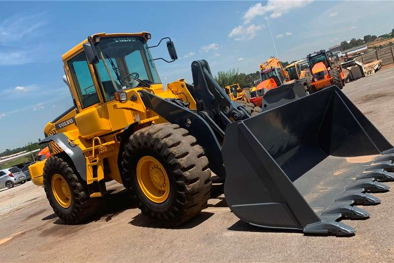 Volvo Loaders Construction 2006 Volvo L90E Front End Loader 2006