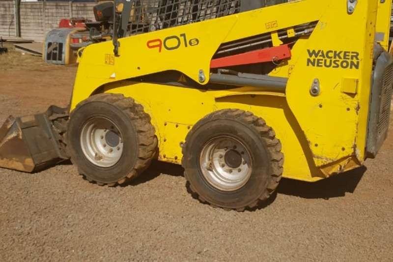Wacker Neuson Farming 900KG Skid Steer Skidsteers
