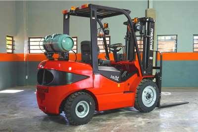 WAHA LP gas Maximal3 Ton LPG / Petrol ForkliftFGL30T Forklifts