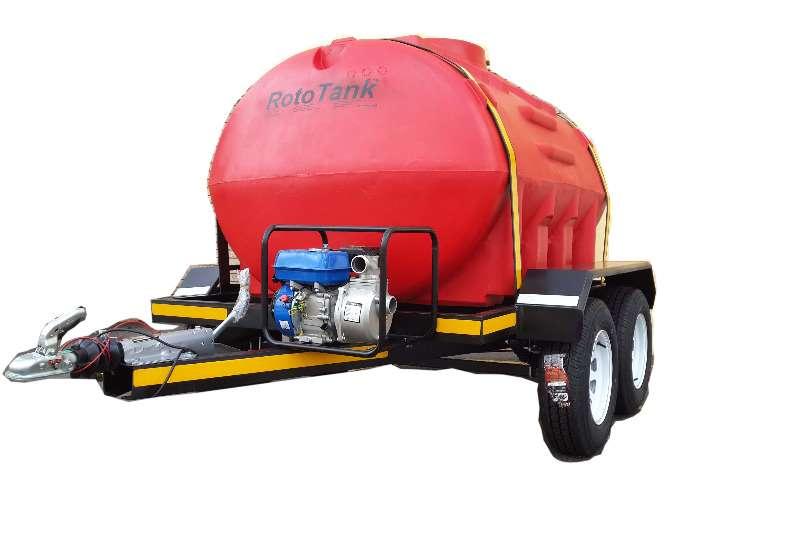 Water Tankers 2500 Liter Plastic Trailer 2019