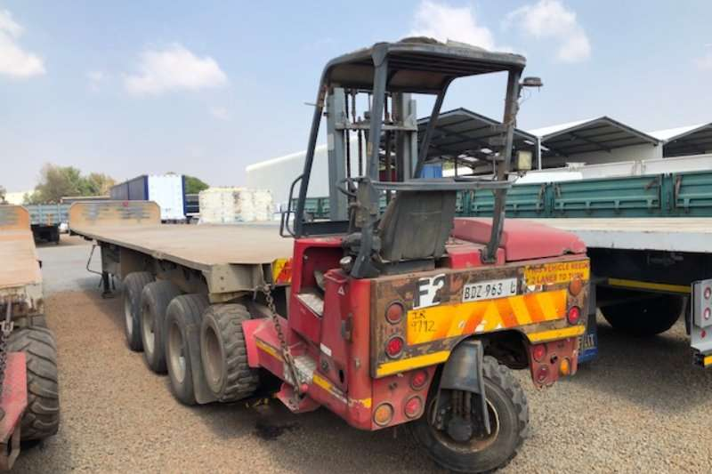 Afrit Trailers Flat deck 3 x 13.6m Aluminium 3 Axle with Moffet 2005