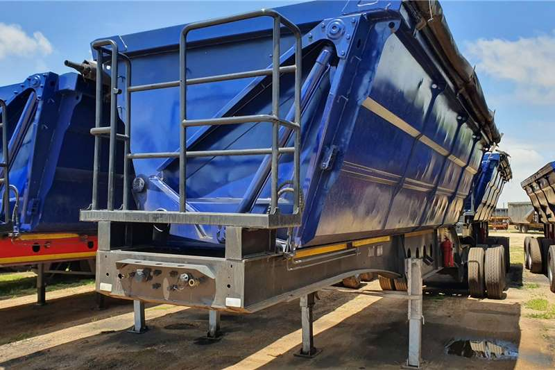 Afrit Trailers Interlink 45 Cube 2013