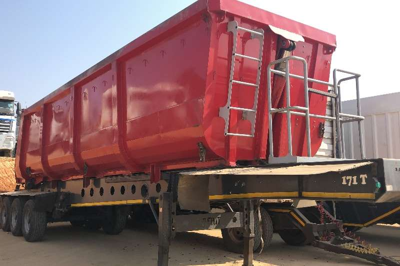 Afrit Trailers Tri-Axle Afrit Tri Axle 38 Cube Sliding Rear Tipper 2014
