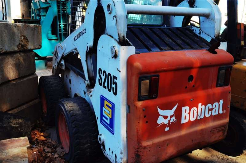 Bobcat S205 WITH SWEEPER BROOM ATTACHMENT Skidsteers