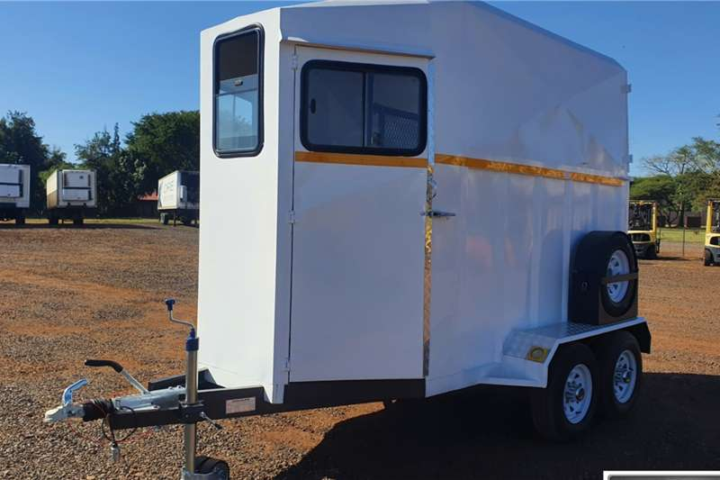 DOUBLE AXLE HORSE BOX TRAILER   NEW UNUSED Box trailer