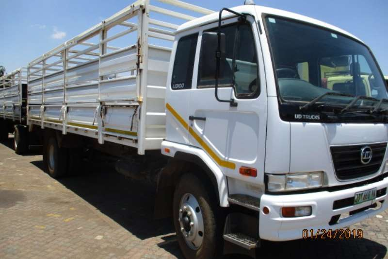 Cattle trailer NISSAN UD100 CATTLE BODY WITH DRAWBAR TRAILER 2017