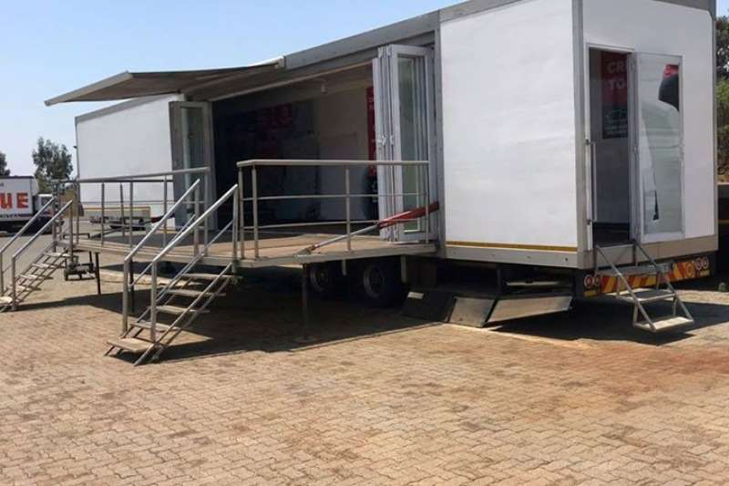 Chieftain Stage trailers 2015 MODEL 15M GIG RIG MOBILE SHOW/STAGE TRAILER Trailers
