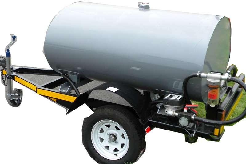 2021 Custom  1000 Liter Meta\l Fuel Tanker