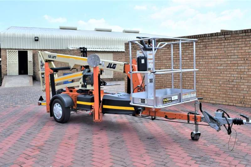 Custom Advertise trailer JLG T350 Towable Boom Lifts 2015