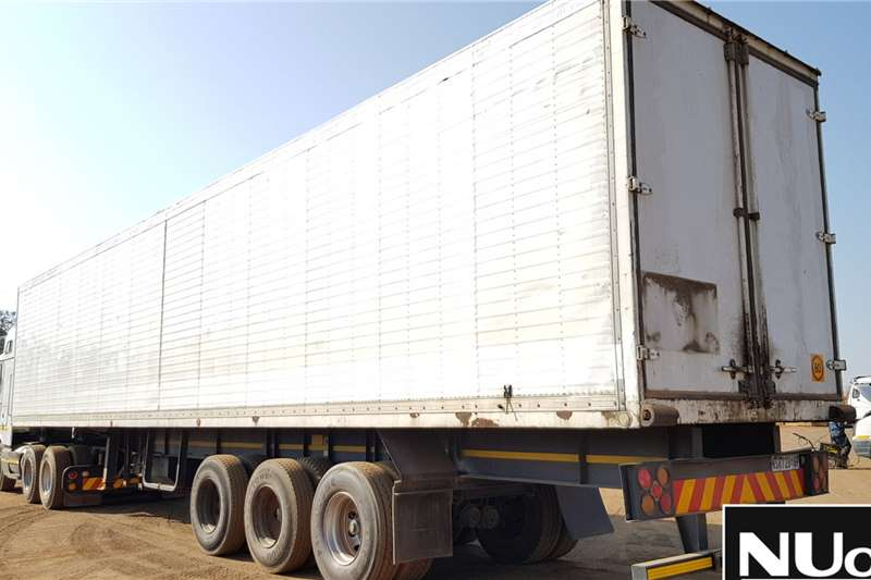 Custom HENRED TRI AXLE VOLUME BODY TRAILER Box trailer