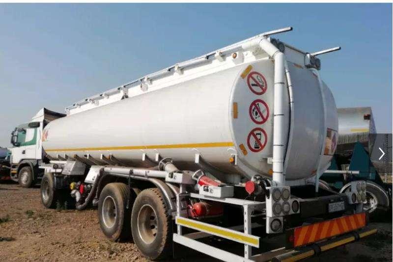 Custom Fuel tanker 2002 TOW BAR FUEL TANKER 28 000 L 2002