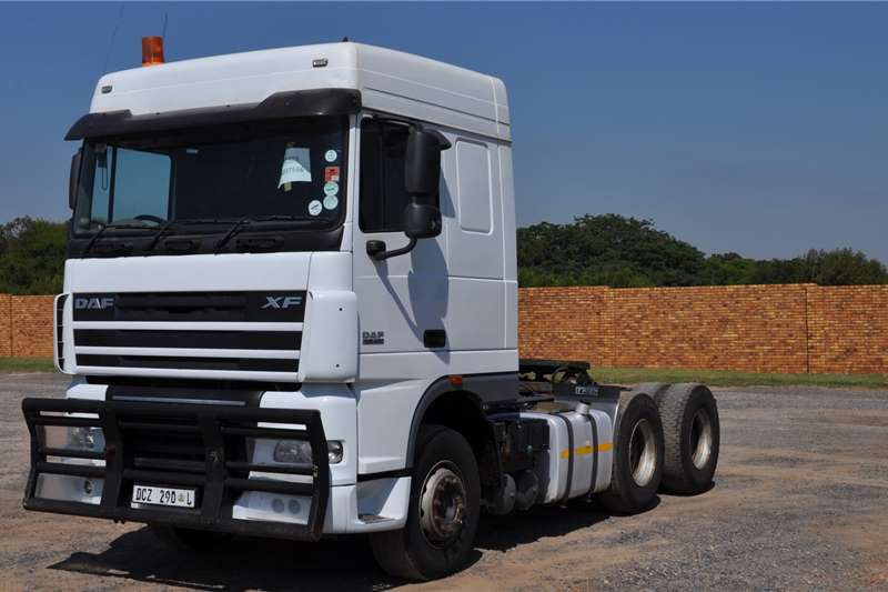 DAF Truck tractors PRE OWNED XF105.460FTT SR1360 SPACE CAB 2014