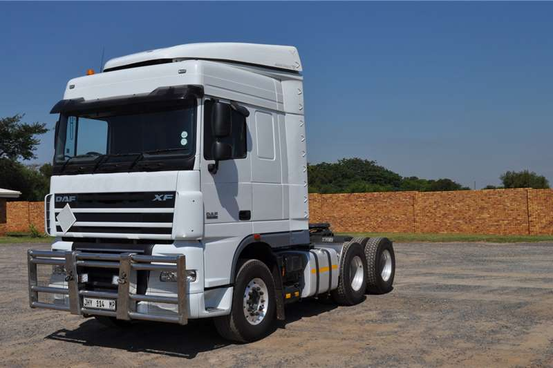 DAF Truck tractors PRE OWNED XF105.460FTT SR1360 SPACE CAB 2017