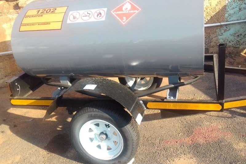 Diesel bowser trailer 1000L Mild Steel Oval Diesel Tanker with Brakes 2019