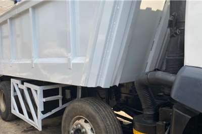 FAW 330 Hp Twin Steer Tipper 16 Cube Truck
