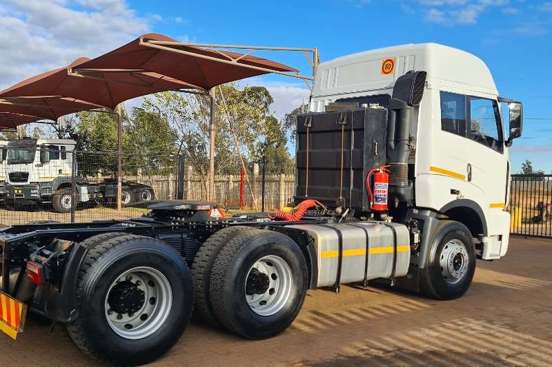 FAW Double axle 33.420FT Truck tractors