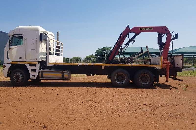 Freightliner Flatbed trucks 2004 FREIGHTLINER ARGOSY FLAT DECK WITH CRANE 2004