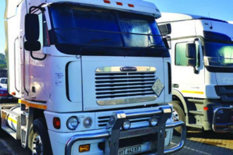Freightliner Truck-Tractor Double axle 2009 Freightliner Argossy 90, Cummins 500 2009