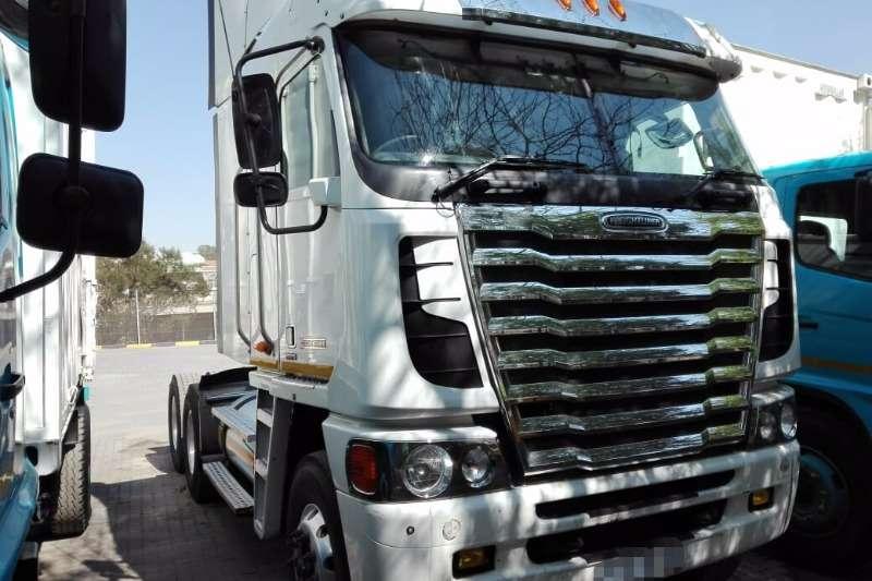 Freightliner Truck-Tractor Double axle 500 Isx Argosy 2013