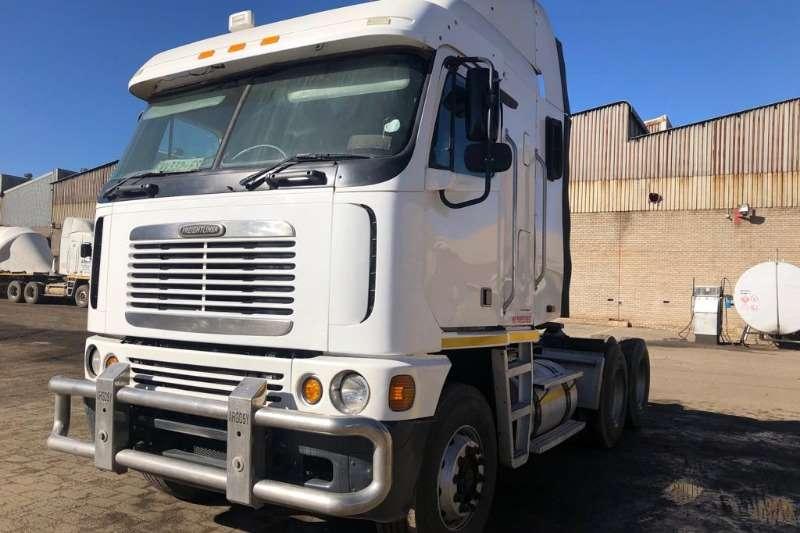 Freightliner Truck-Tractor Double axle 530 ISX CUMMINS 2010