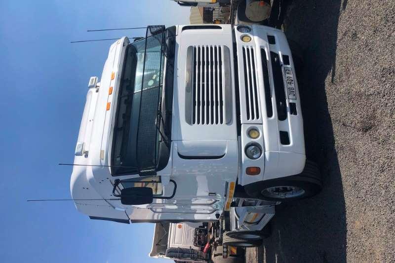 Freightliner Truck-Tractor Double axle argossy isx 530hp 2006