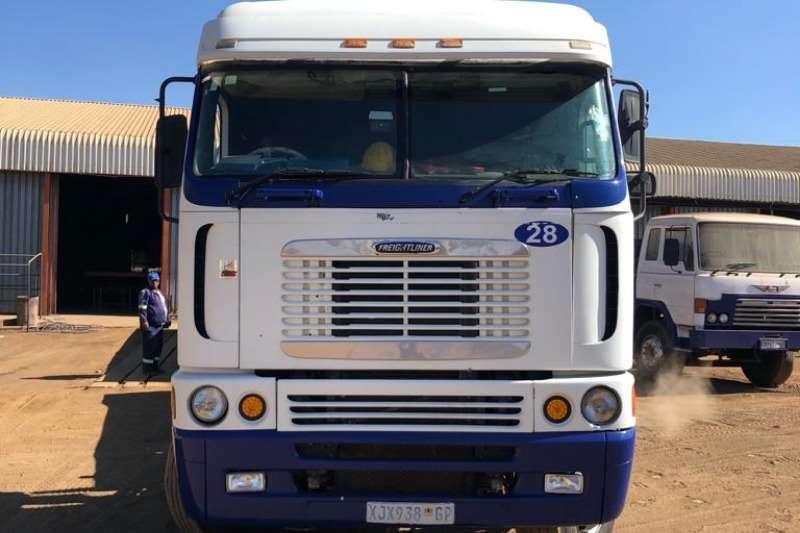 Freightliner Truck-Tractor Double axle ARGOSY 500ISX 2006