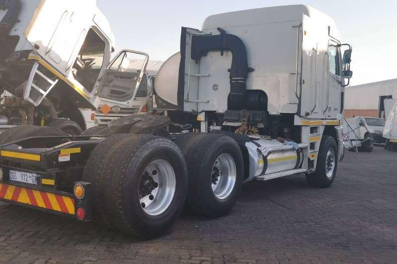 Freightliner Double axle ARGOSY CAT C12 440 Truck-Tractor
