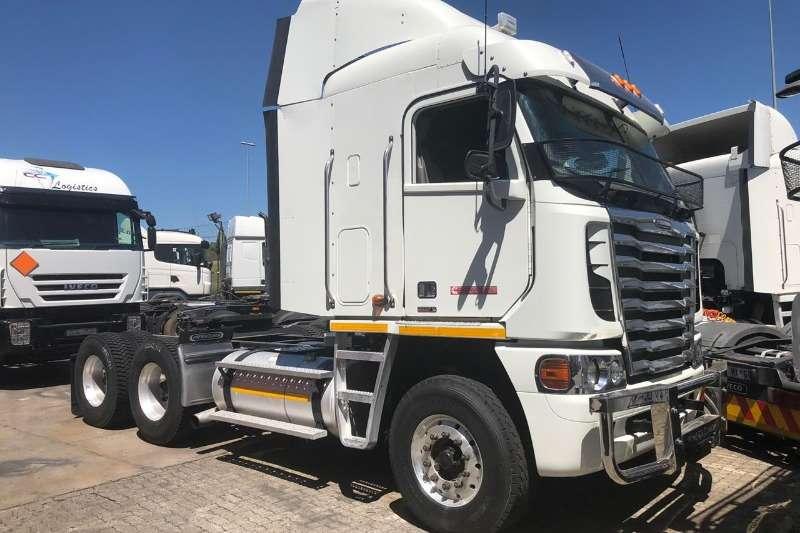 Freightliner Truck-Tractor Double axle Argosy Cumminf 500 2015