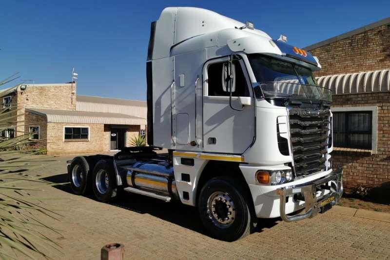 Freightliner Truck-Tractor Double axle ARGOSY CUMMINS 500 2016