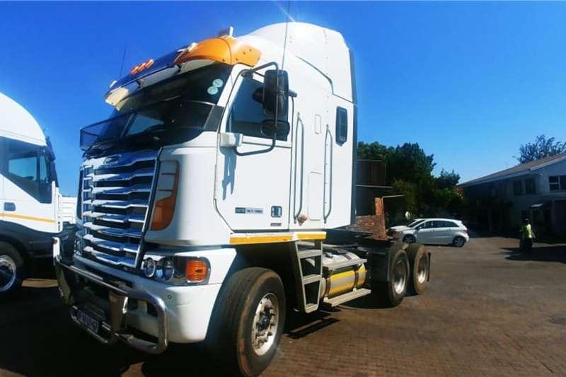 Freightliner Truck-Tractor Double Axle Argosy Detroit 12.7 2014