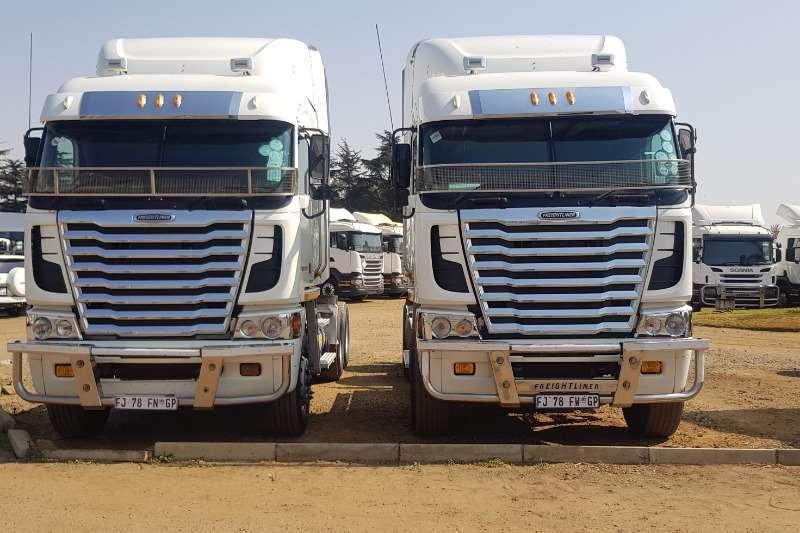 Freightliner Truck-Tractor Double axle Cummins 2013