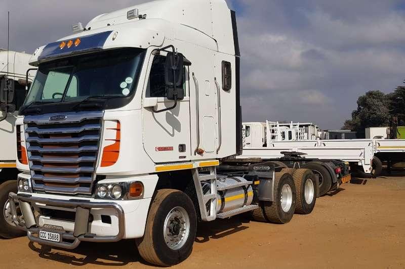 Freightliner Truck-Tractor Double axle Cummins ISX 500 2015