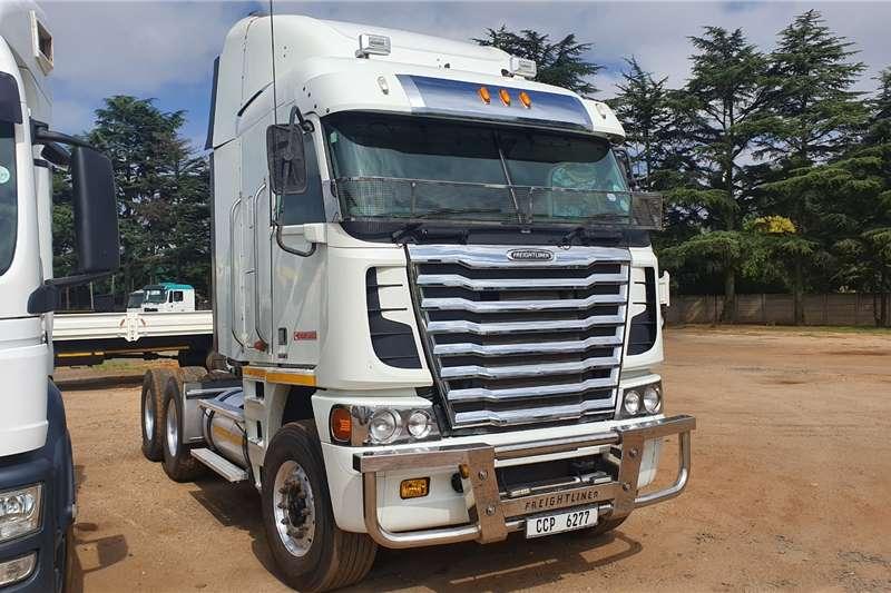 Freightliner Truck-Tractor Double axle Cummins ISX 530 2015