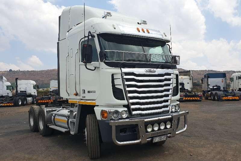 Freightliner Truck-Tractor Double axle Detroit 12.0 2015