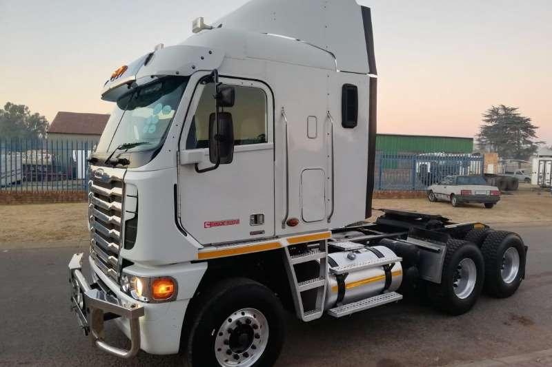 Freightliner Truck-Tractor Double axle freighliner argossy 2014