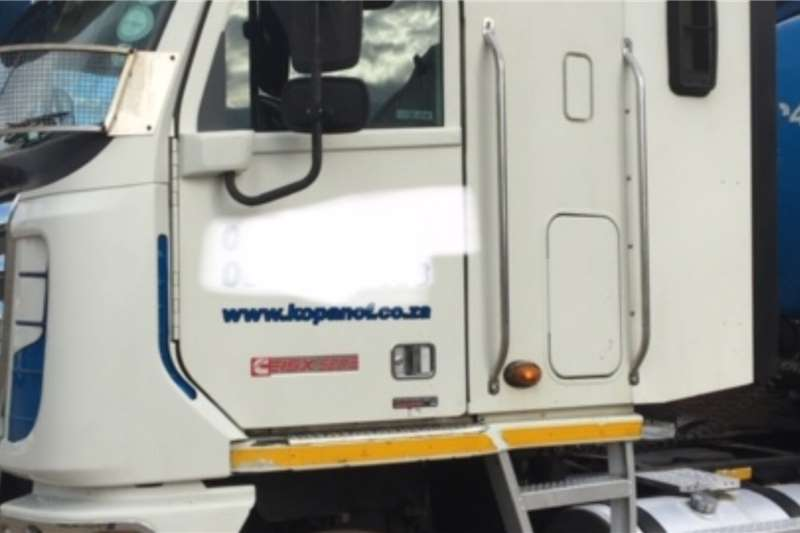 Freightliner Truck-Tractor Double axle Freightliner Argossy cummens 500 2013