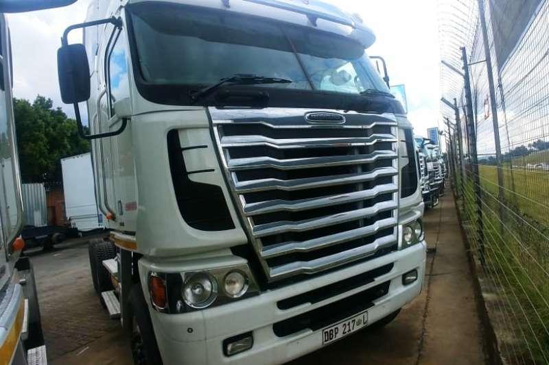 Freightliner Truck-Tractor Double axle freightliner argosy Cummins 500 . 2014