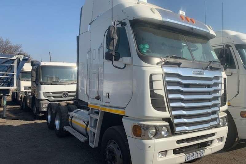 Freightliner Truck-Tractor Double axle ISX 500 6X4 2013